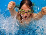 Водить ли ребенка в бассейн?